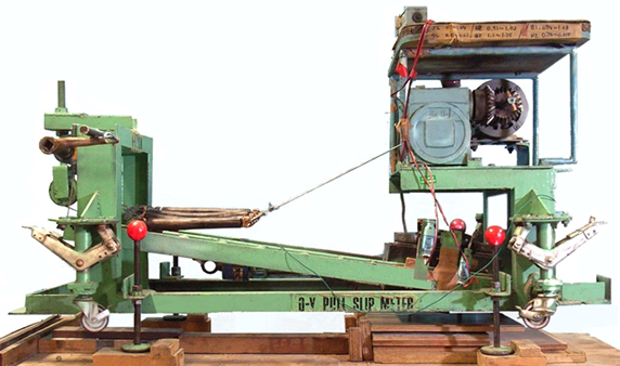 (d)斜め引っ張り型すべり試験機の例(JIS A 1454:1998)
