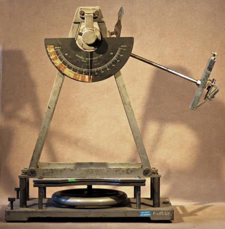 (c)振子型すべり試験機の例(JIS A 1407-1963)